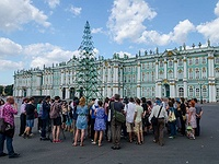 A Christmas tree on the Palace Square